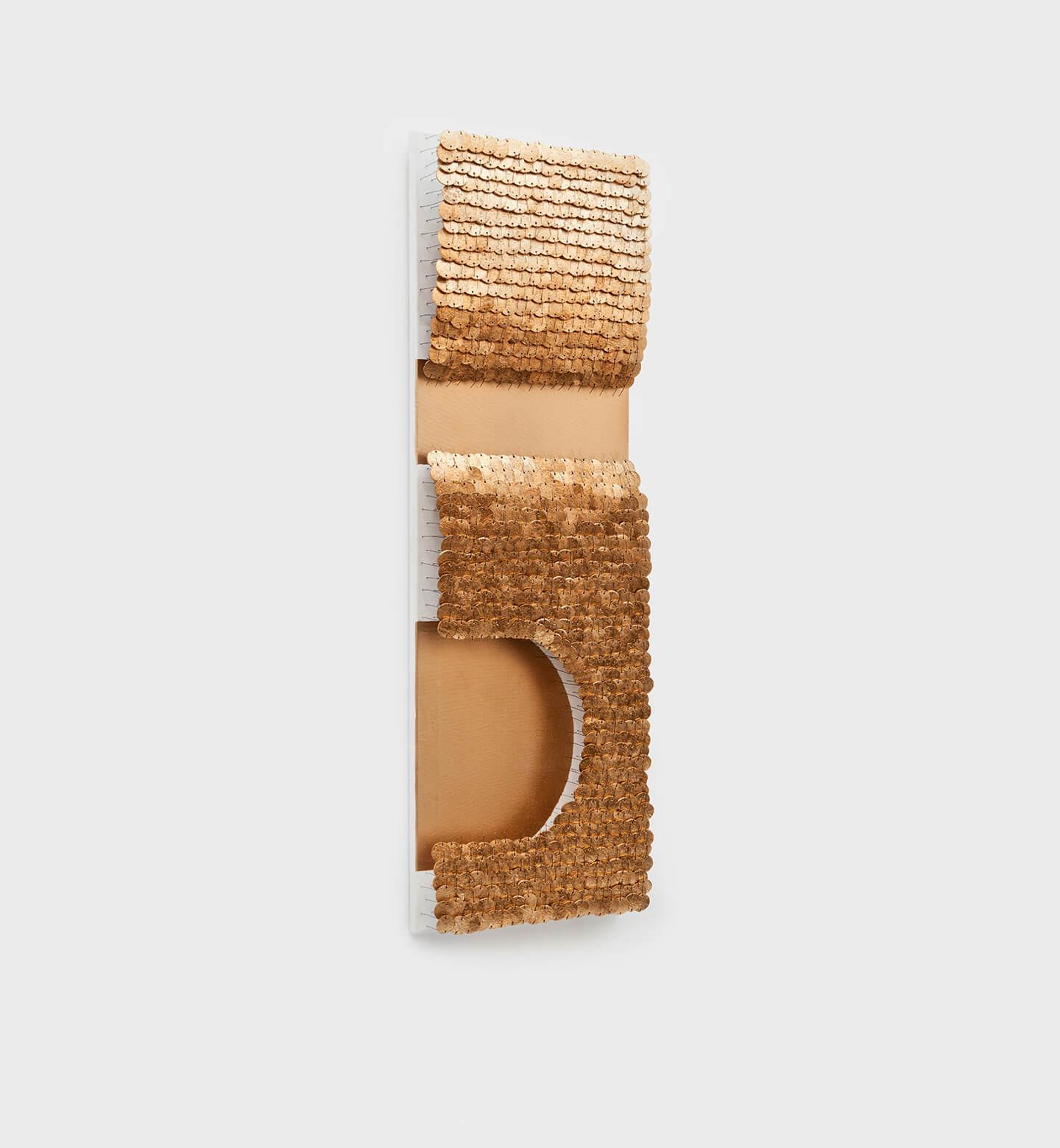 Tutanchamun, 2012, Flaschenkork, Draht, Autolack auf Leinwand Bildmaß 120 × 40 cm