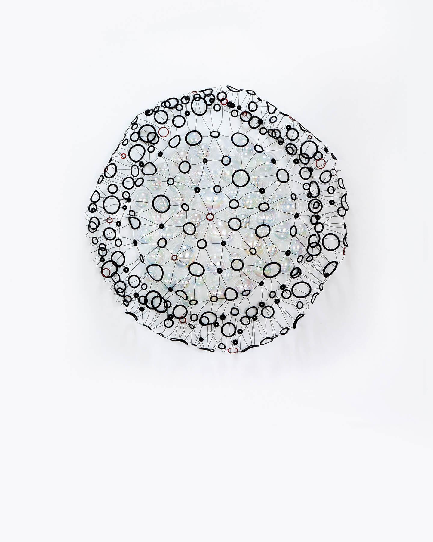 Leuchtendes Auge, 2007, Dichtungsringe, Draht, Glaskugeln auf Leinwand