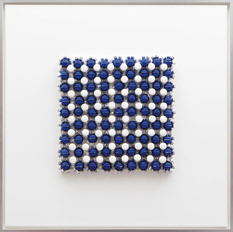 Ohne Titel, blau, 2005, Flaschenkork, Teelichter, Acryllack auf Leinwand